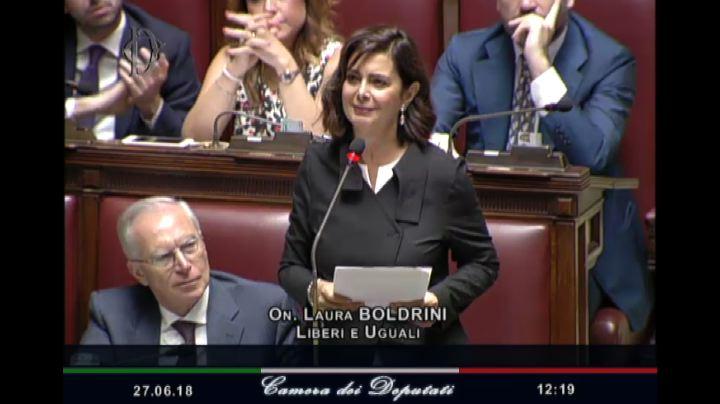 Discorso Camera Boldrini : Migranti boldrini contestata in aula. fico: basta sbraitare il